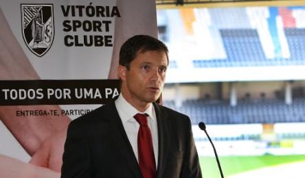 O presidente do Vitória Júlio Mendes já reagiu às rescisões dos defesas  Vitor Bastos e Kaká e o médio Rafael Silva. Em declarações à Rádio  Fundação bee29dfb6f49d