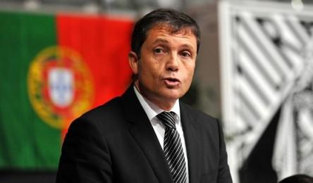 Júlio Mendes é o único candidato às eleições para a presidência do Vitória.  No final da entrega da lista candidata aos órgão sociais ao Presidente da  ... c0f979c49cbd6