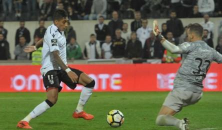 O Vitória conseguiu recuperar de um resultado desfavorável de três golos e  empatou 3-3 na receção ao Portimonense bd3df3d63da4a