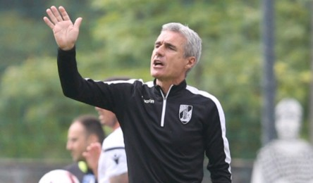 9b9c58ef4f O treinador do Vitória fez esta sexta-feira a antevisão do encontro com o  Setúbal. Luis Castro assumiu a ambição de reentrar no