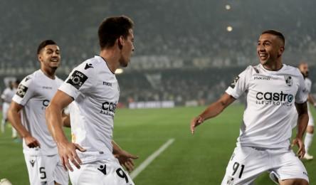 Num Estádio D.Afonso Henriques com 26 170 espectadores nas bancadas 3ec99b33f7bf3