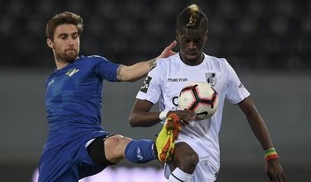 O Vitória defronta hoje o Feirense na 19ª jornada do principal escalão do  futebol Português. O encontro tem inicio marcado para as 21 15 horas em  Santa ... 1d61f49e158fc
