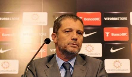 Júlio Mendes criticou postura de António Salvador - Noticias 9f967f269e5d7